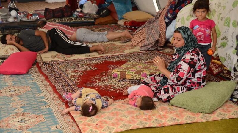 Statul Islamic aduce iadul pe pamant. Irakienii refugiati le dau copiilor sa bea sange pentru a-i mentine in viata