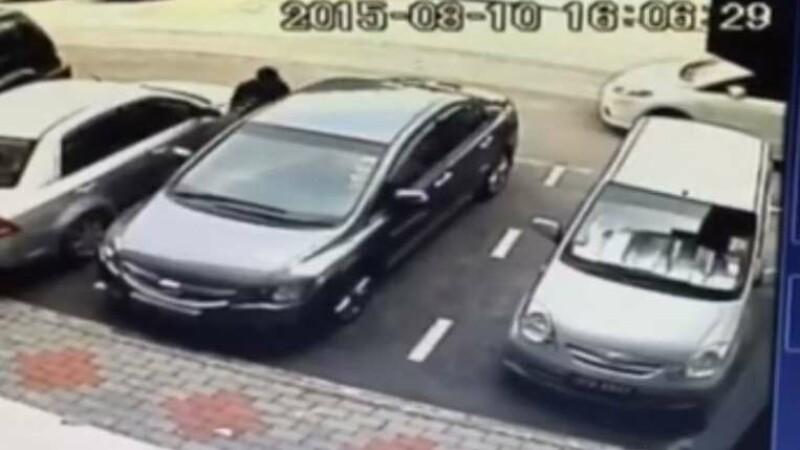 Si-a parcat masina in fata unui mall si in 10 secunde a ramas fara ea. Ce a vazut pe camerele de supraveghere: VIDEO