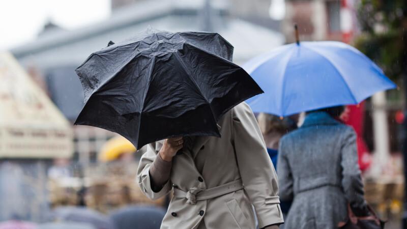 Informare de ploi si vant puternic, in aproape toata tara, pana vineri dimineata. Cand se incalzeste vremea