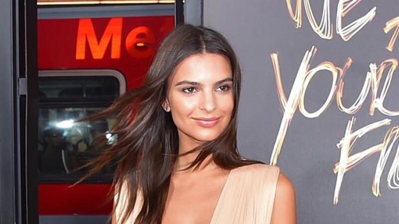 Femeia cu cei mai frumosi sani de la Hollywood si-a aratat decolteul intr-o rochie creata de o romanca. Cum arata vedeta