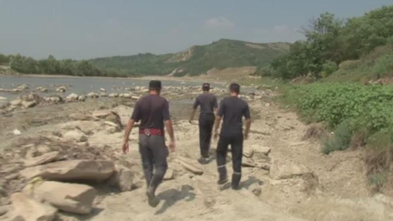 Tragedie in Bacau. A sarit in apele raului pentru a-si salva fetita de 10 ani, dar nu a mai putut iesi la suprafata