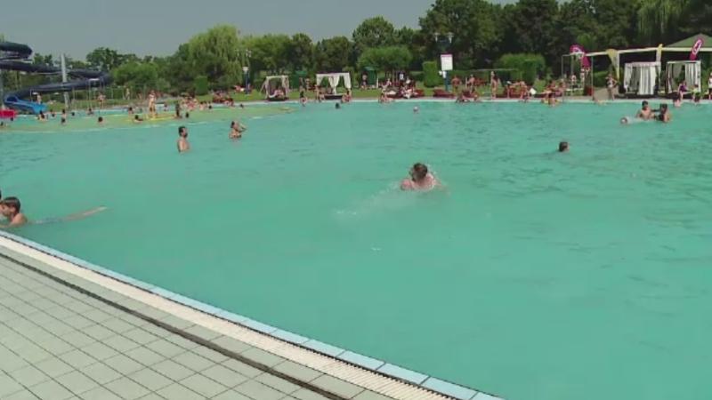 Romanii care merg la strand in plina iarna cat costa for Cat costa constructia unei piscine