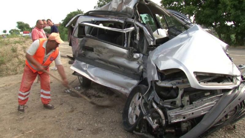 O a doua persoana si-a pierdut viata in carambolul dintre un TIR si trei autoturisme. Omul ajunsese la spital in coma