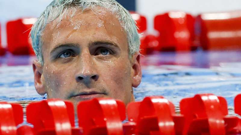 Inotatorul Ryan Lochte, amenintat cu arma si jefuit la Rio. Comitetul Olimpic neaga insa intamplarea