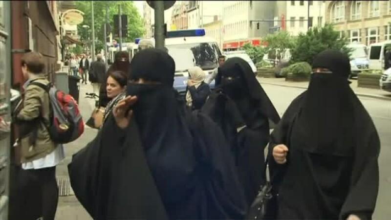 Germania a aprobat noua strategie de aparare. Valul islamic, interzis, mai multi bani pentru politie si armata obligatorie