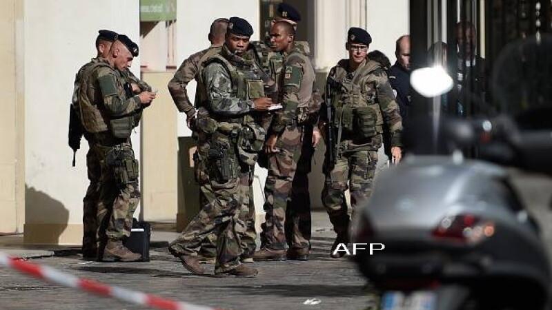 Șase soldați loviți cu mașina lângă Paris. Un suspect a fost arestat