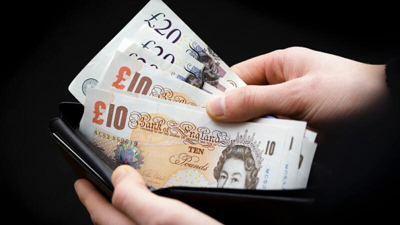 Banca Angliei nu renunţă la bancnotele care conţin grăsime animală. Şi cele româneşti au aceeaşi problemă