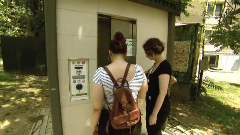 Lipsa WC-urilor publice, una din marile probleme ale orașelor turistice din România