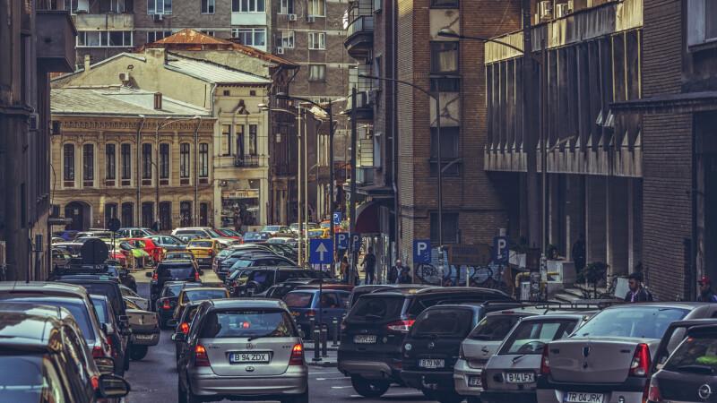 Un milion de români vor primi înapoi banii pentru taxa auto. Ce acte se cer