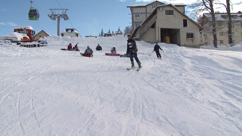 Revelion pe partie in statiunea Straja. Turistii pot schia pana in ultimele minute ale anului 2012