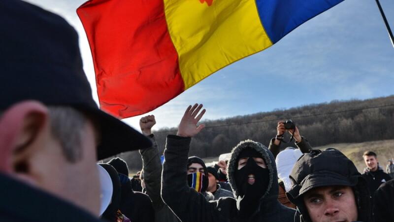 Protestele din Pungesti. Barbatul care a spus ca a fost lovit de un jandarm a fugit din spital