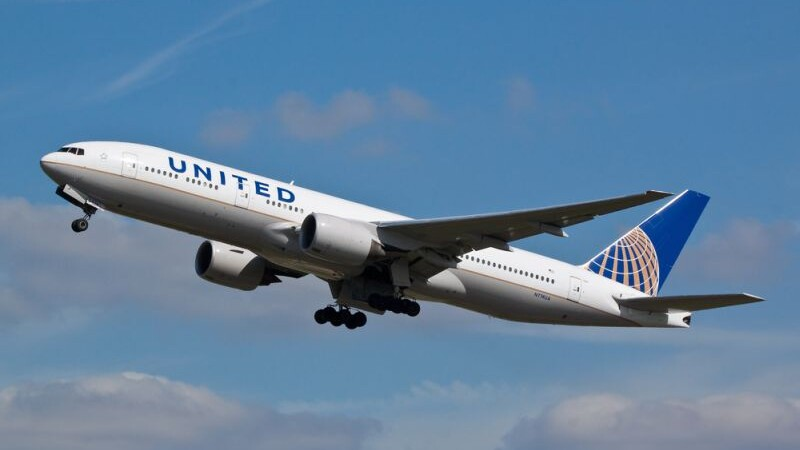 Nou incident intr-un avion United Airlines. Ce au patit doi indragostiti care mergeau in Costa Rica sa se casatoreasca