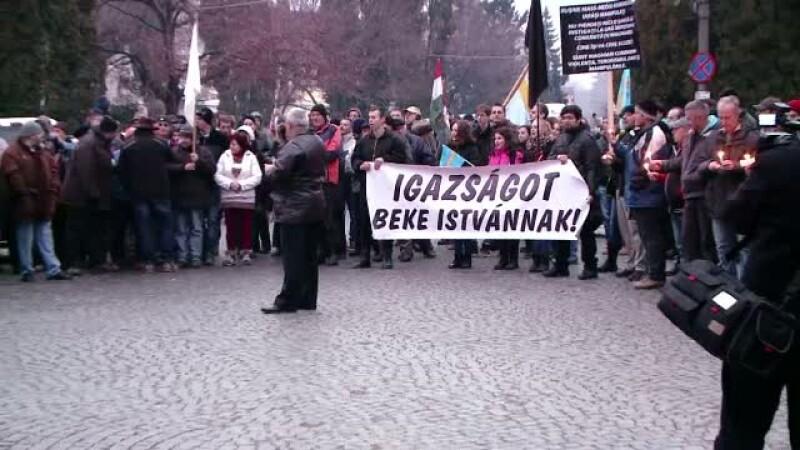 Miting de sustinere pentru Beke Istvan. Oamenii s-au adunat chiar in piata unde extremistul ar fi urmat sa detoneze o bomba