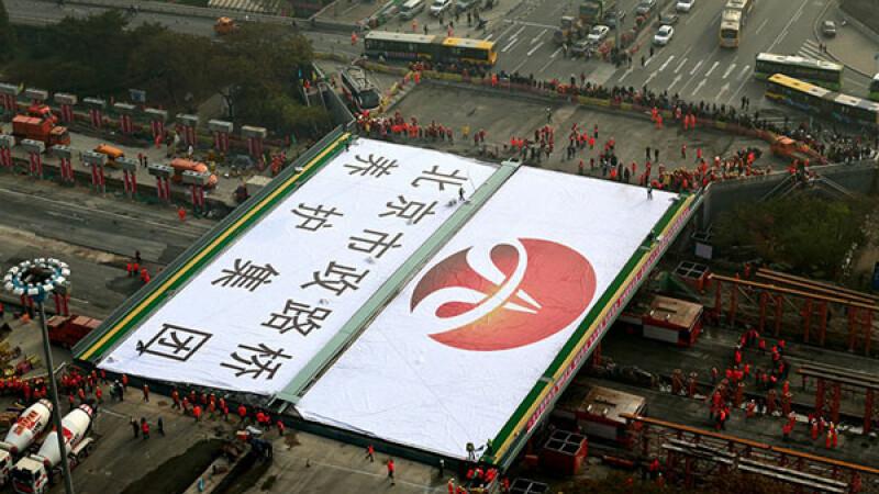 Performanta in Beijing. Cum au reusit sa reconstruiasca muncitorii un pod in doar 43 de ore. VIDEO