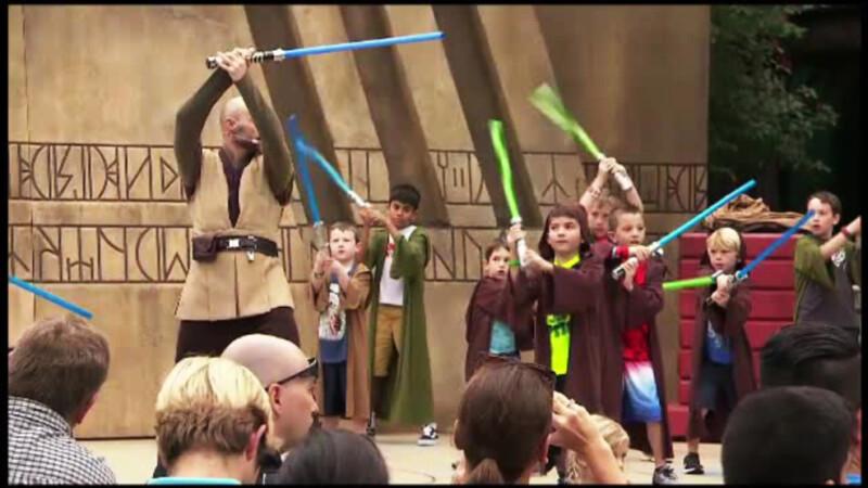 Parc tematic Star Wars, inaugurat la Hollywood. Micii Jedi invata sa lupte cu sabiile laser