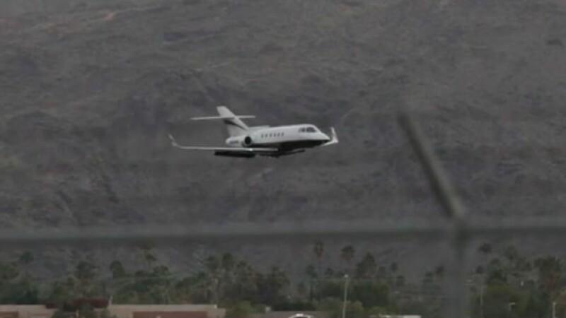 Momentul dramatic in care rotile unui avion se blocheaza la aterizare. Manevra spectaculoasa a pilotului