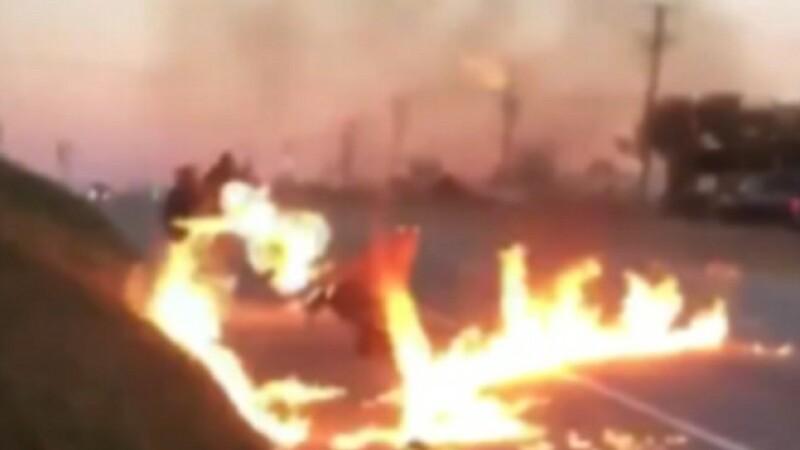 Le-a dat foc celor doi colegi ai sai, pe autostrada. Ce s-a intamplat intre cei trei