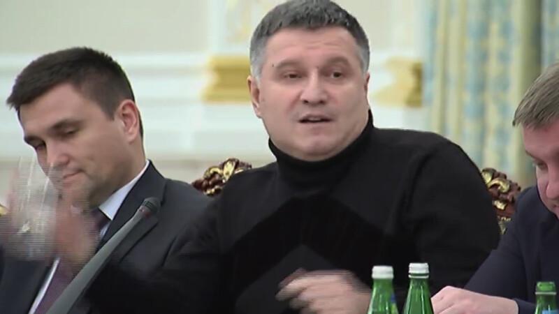 """Momentul in care ministrul de interne ucrainean il """"racoreste"""" pe guvernatorul Odessei."""