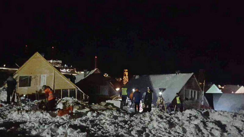 O persoana a murit si alte 9 au fost ranite, dupa ce o avalansa a ingropat un sat norvegian: