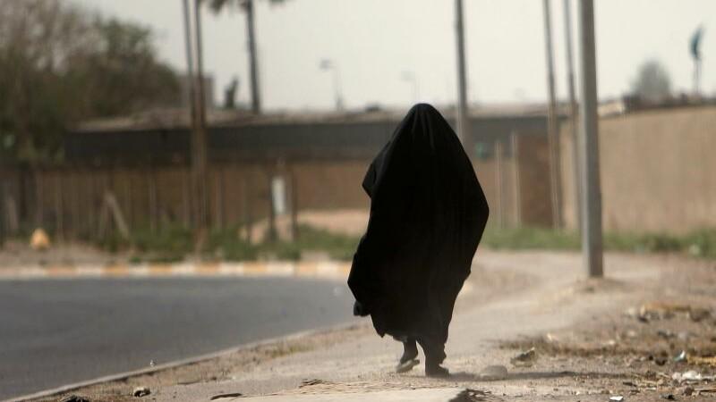 Statul Islamic a ars de vie o femeie care a refuzat sa ia parte la un act sexual extrem. Cum sunt alese sclavele jihadistilor