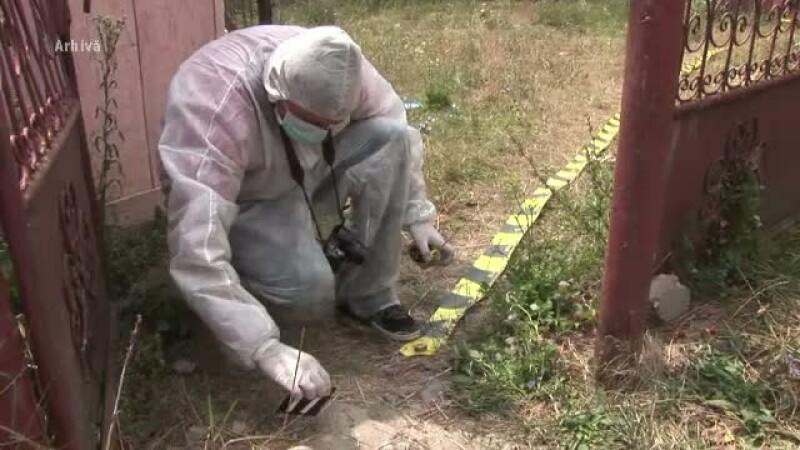 Un barbat din Vaslui, gasit mort in casa dupa ce fusese vazut la un pahar de bautura cu sotia unui vecin. Ce spun satenii