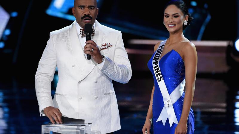 Miss Univers, primita acasa ca un adevarat star. Fanii aproape ca s-au calcat in picioare pentru o poza cu ea