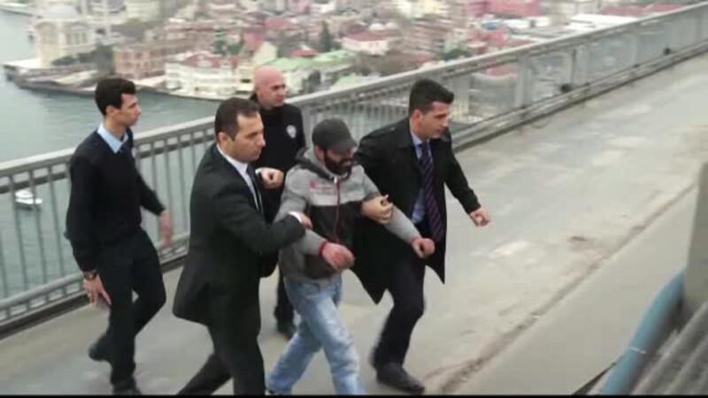 Presedintele turc ar fi reusit sa convinga un barbat sa nu se sinucida. Erdogan nici macar nu s-a dat jos din masina