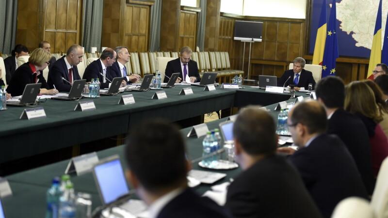 Guvernul ar putea sesiza Curtea Constitutionala in cazul pensiilor speciale pentru alesii locali