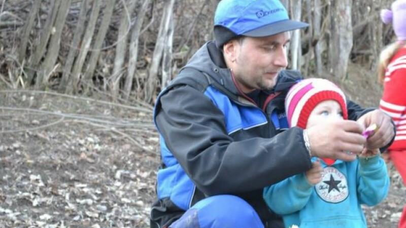 Munceste in Austria, insa in concediu vine in Romania pentru a-i ajuta pe oamenii sarmani.