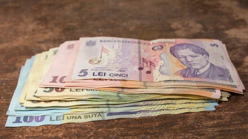 Guvernul a adoptat cresterea salariului minim de la 1 mai. Ce efecte va avea majorarea asupra economiei