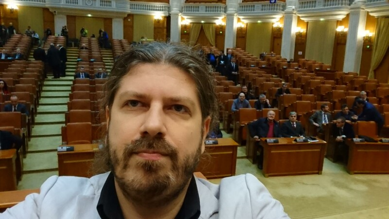 Pentru a 2-a oara, deputatii NU au avut cvorum pentru a vota urmarirea penala a lui Bejinariu. Selfieul istoric al lui Cernea