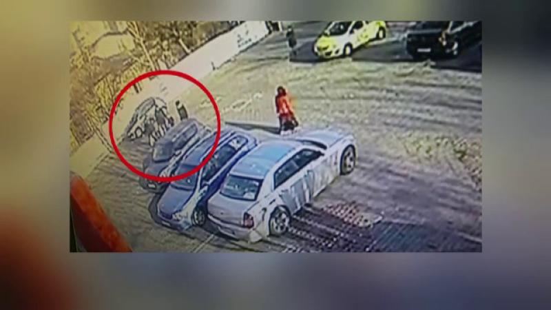 Barbat din Bucuresti, atacat cu cutitul in parcarea unui supermarket. Scandalul a pornit la casa de marcat