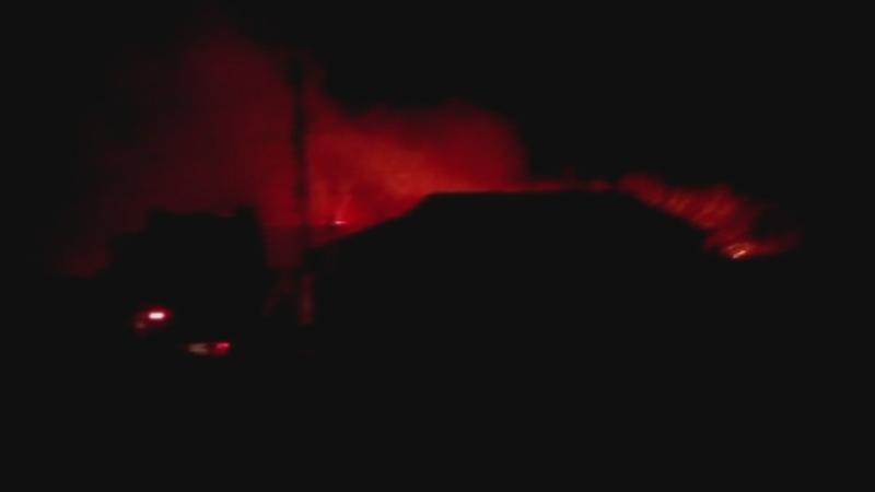 Acoperisul unei case din Navodari a fost cuprins de flacari violente. Focul s-a extins la alte anexe din jur