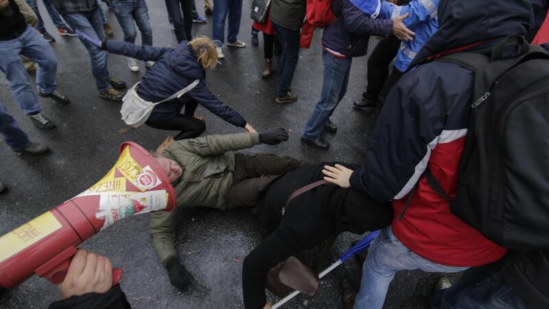 Trei persoane, amendate cu 7.000 de lei, după ciocnirile violente din Piața Victoriei