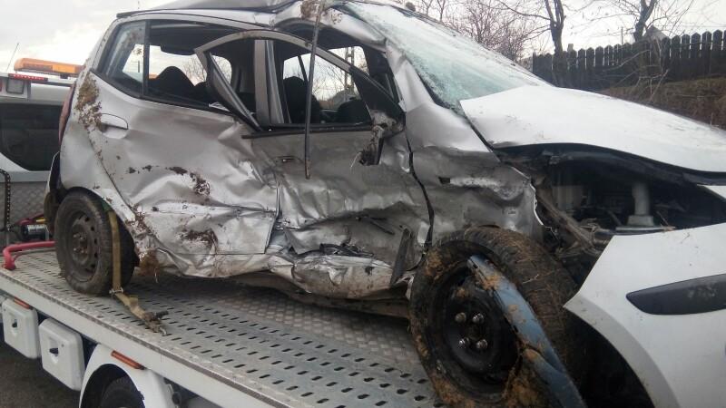 O tânără de 21 de ani din Iași a murit, după ce mașina în care se afla a intrat pe contrasens