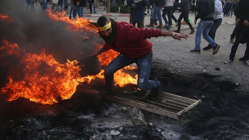 Proteste violente ale palestinienilor, după decizia lui Trump de a recunoaște Ierusalimul drept capitală