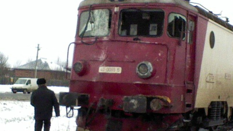 Incident inexplicabil! A dat foc unui compartiment dintr-un tren