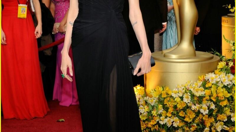 Jolie, cea mai fermecatoarea aparitie la Oscar!
