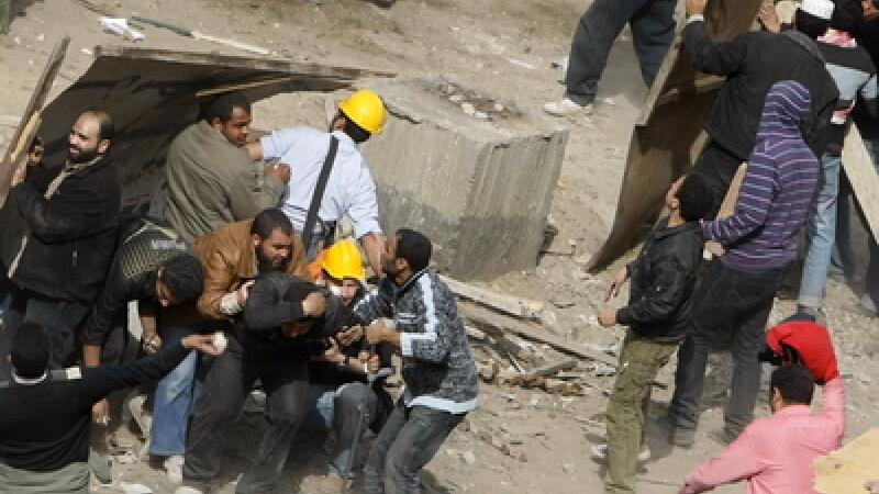 Atac armat in Cairo. Mai multi indivizi au deschis focul asupra unor turisti in timp ce acestia se urcau intr-un autocar