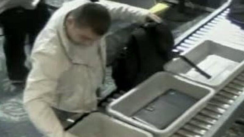 VIDEO.A fi sau a nu fi...hot? Dilema unui barbat pus fata in fata cu un ceas Rolex uitat in aeroport