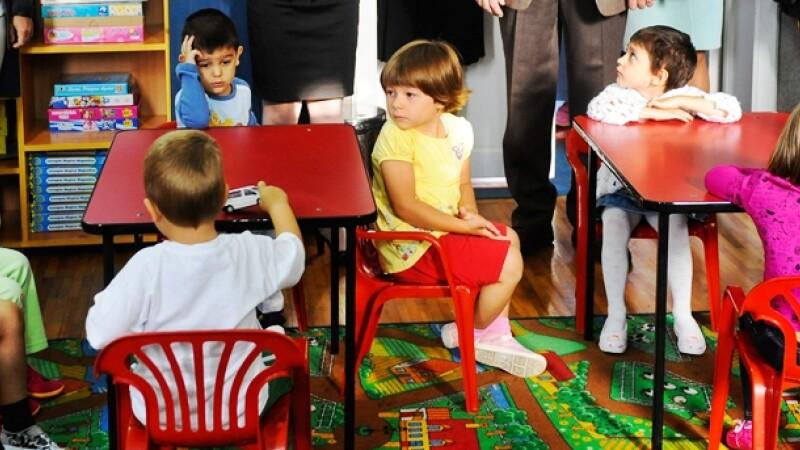 Clasa pregatitoare: cum se face inscrierea si ce vor face copiii de 6 ani la ore. Cine ii invata