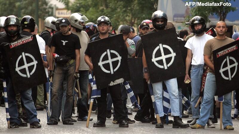 Ascensiunea raului. Tot mai multi tineri din Grecia sunt atrasi de partidul neo-nazist Zorii Aurii