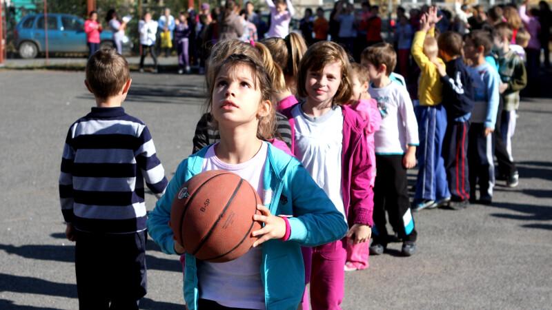 Patru ore de sport pe saptamana in scoli. Ponta i-a cerut lui Pricopie sa vina cu un proiect