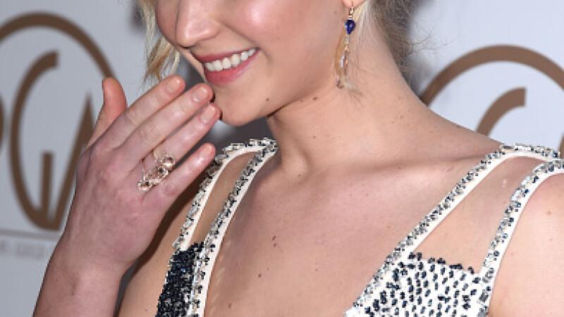 Jennifer Lawrence a pozat goala in Vanity Fair la 5 luni dupa ce a fost victima hackerilor in