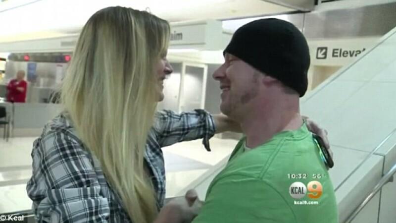 S-au cunoscut pe Instagram in urma cu un an. Gestul celor doi in momentul in care s-au vazut pe aeroport pentru prima data