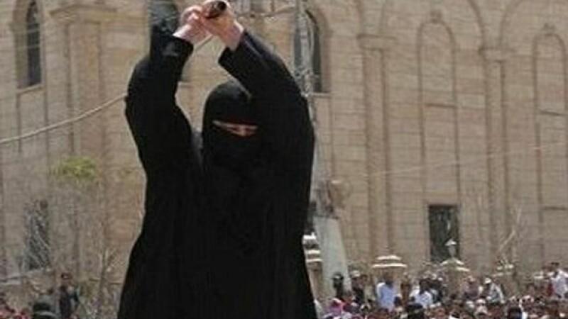 Copil de 14 ani decapitat de ISIS intr-o executie publica, pentru ca a lipsit de la rugaciune. Parintii, obligati sa asiste