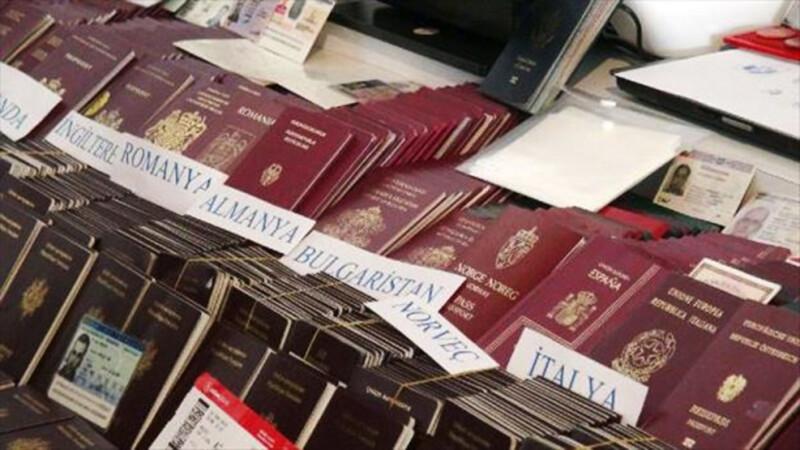 Traficantii turci de persoane aduceau refugiati folosind pasapoarte UE autentice. Politistii au gasit si acte romanesti