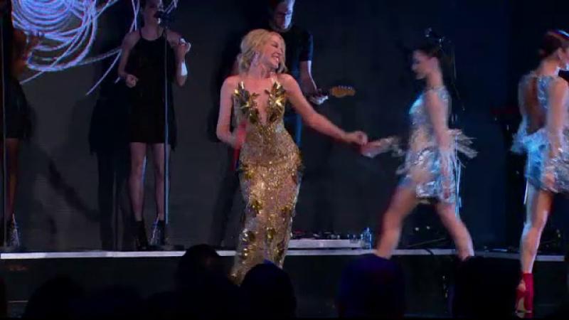 Kylie Minogue, vedeta unei gale de caritate organizate de fundatia Printului Charles. Cu cine s-a afisat la brat cantareata