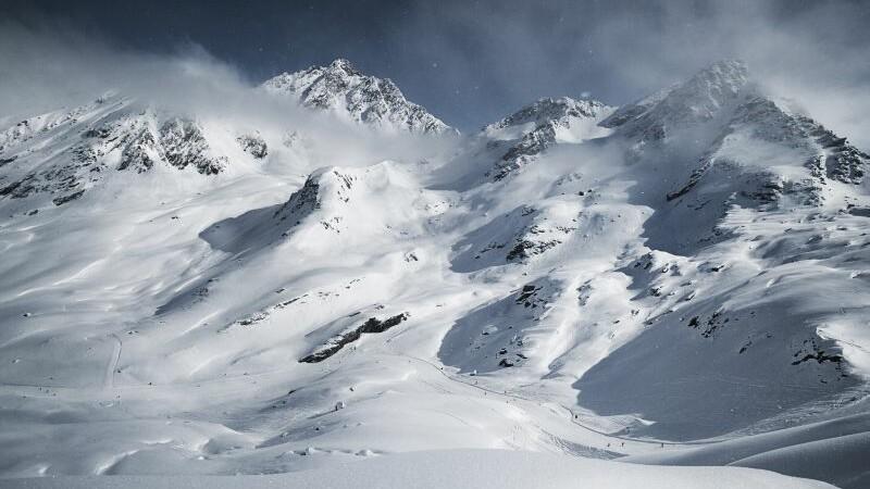 Avalansa intr-o statiune montana populara din Austria. Cel putin 5 persoane au decedat