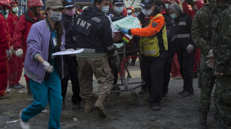 O suta de oameni sunt inca dati disparuti dupa CUTREMURUL din Taiwan. Bilantul a ajuns la 29 morti si 500 de raniti